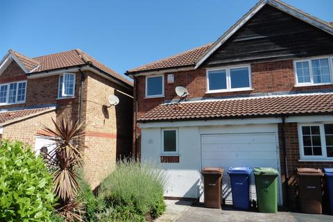 3 bedroom end of terrace house to rent - Hove Close, Grays