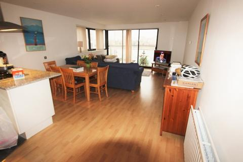 2 bedroom flat to rent - Oceans Wharf, Westferry Road, London, E14 8JS