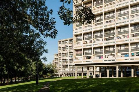 2 bedroom apartment for sale - Binley House, Highcliffe Drive, London
