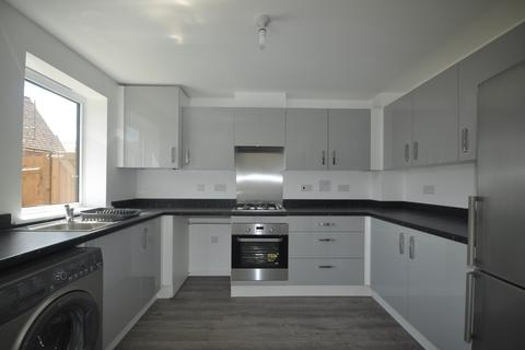 3 bedroom terraced house to rent - Giles Drive Castle Hill DA10