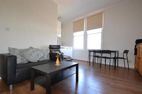 3 bedroom flat to rent - Gratton Road, West Kensington, W14