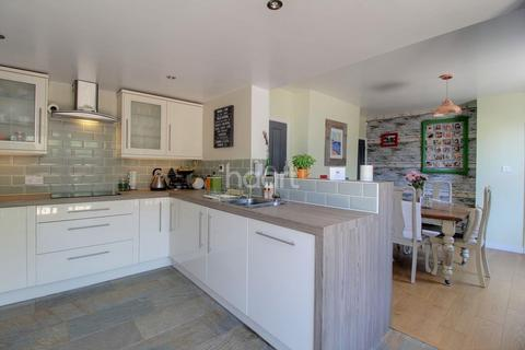 3 bedroom end of terrace house for sale - North Walsham Road, NR6