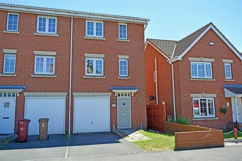 3 bedroom semi-detached house for sale - Kingfisher Way, Scunthorpe