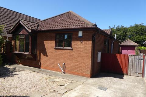 2 bedroom bungalow for sale - Picksley Crescent, Holton-Le-Clay, Grimsby