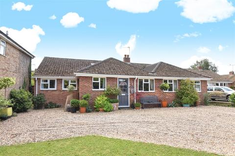 5 bedroom detached bungalow for sale - Tarrant Avenue, Witney