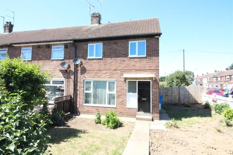 3 bedroom end of terrace house for sale - Leads Road, Hull