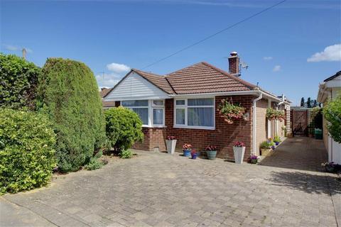 3 bedroom detached bungalow for sale - Wells Close, Cheltenham, Gloucestershire