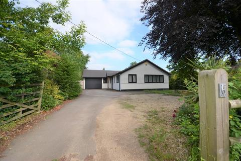 3 bedroom detached bungalow for sale - Worminghall Road, Ickford, Aylesbury