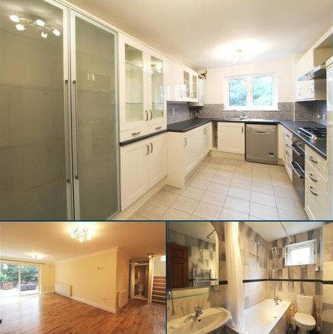 3 bedroom flat to rent - Garrick Close, Ealing, London, W5