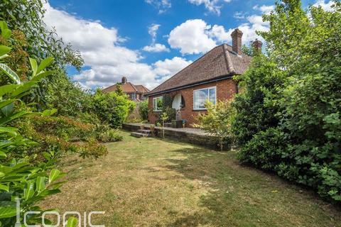 3 bedroom detached bungalow for sale - Grove Avenue, Norwich