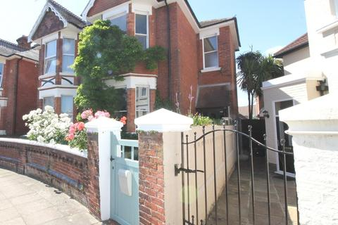 Studio to rent - Bembridge Crescent, Southsea