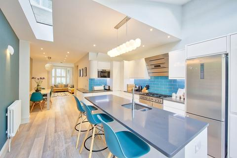 4 bedroom terraced house for sale - Temperley Road, London, SW12