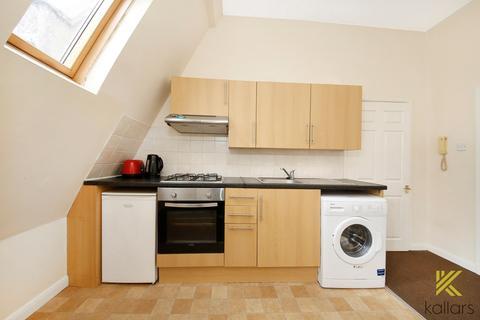 3 bedroom property to rent - New Cross Road, London, SE14