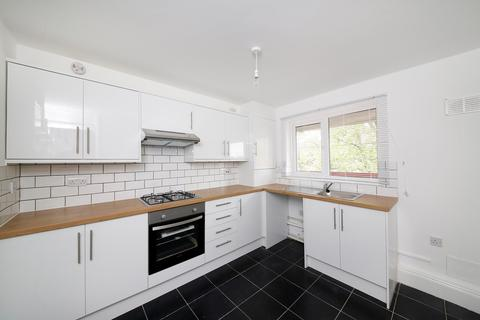 4 bedroom property to rent - Lovelinch Close, London, SE15