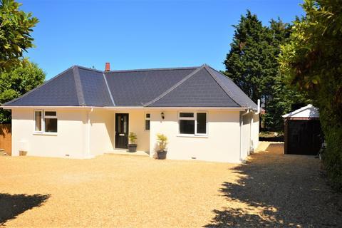 4 bedroom detached bungalow for sale - Landguard Manor Road, Shanklin