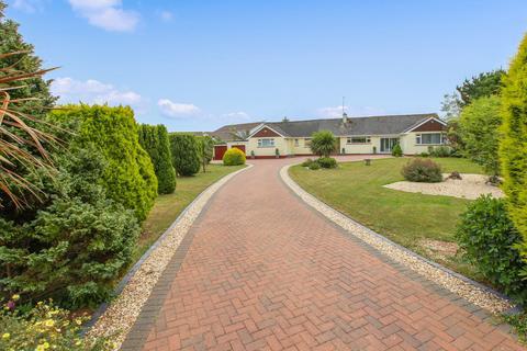 4 bedroom detached bungalow for sale - Churston Ferrers, Brixham