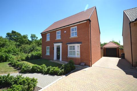 4 bedroom detached house for sale - Willow Walk, Southminster