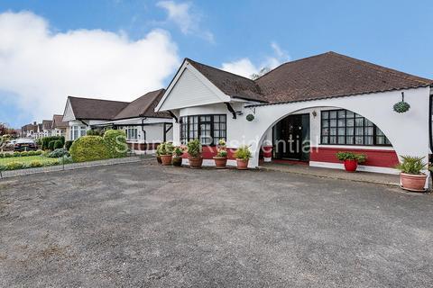 3 bedroom detached bungalow to rent - Grasmere Gardens Harrow HA3