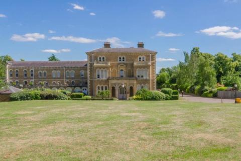 1 bedroom flat for sale - Princess Park Manor, Royal Drive, N11