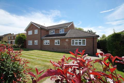 4 bedroom detached house for sale - Weeley Road, Little Clacton