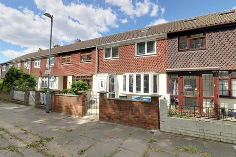 4 bedroom terraced house for sale - Bysouth Close, Clayhall