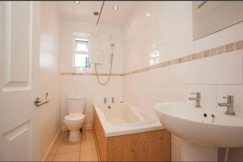 4 bedroom semi-detached house to rent - Pembroke Avenue, Enfield EN1