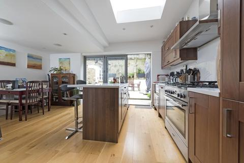 5 bedroom terraced house to rent - Chivalry Road, SW11