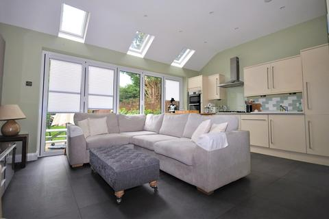 4 bedroom semi-detached house to rent - More Lane, Esher