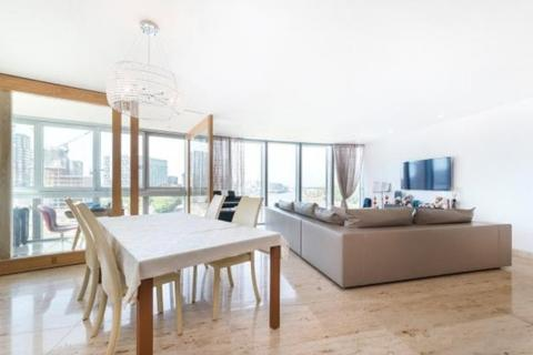 2 bedroom flat to rent - The Tower, St George Wharf, London
