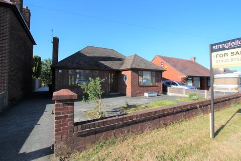 2 bedroom detached bungalow for sale - Smallbrook Lane, Leigh
