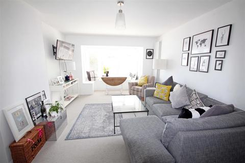 2 bedroom flat for sale - London Road, Patcham, Brighton