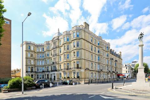 2 bedroom flat for sale - Grand Avenue, Hove