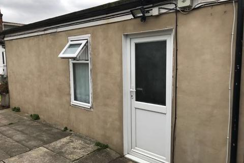 Studio to rent - Keswick Gardens, Redbridge IG4