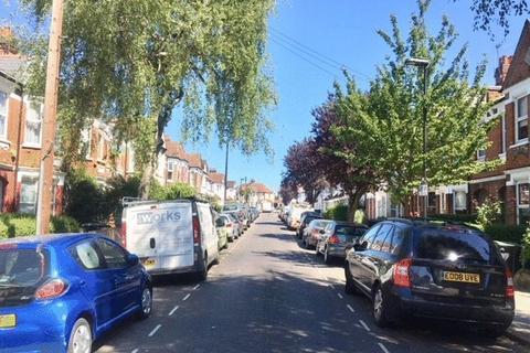 2 bedroom apartment - Lyndhurst Road, Wood Green, London N22