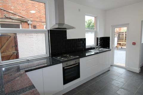 6 bedroom terraced house to rent - Brazil Street, Leicester