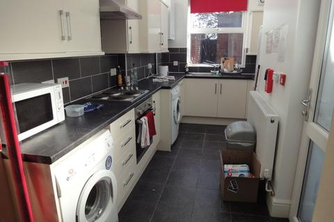3 bedroom house share to rent - 25 Vincent Road  - STUDENT PROPERTY