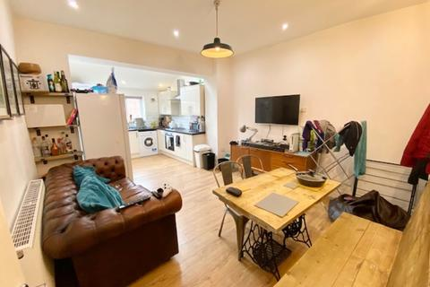 5 bedroom house share to rent - 82 Sharrow Lane  - STUDENT PROPERTY