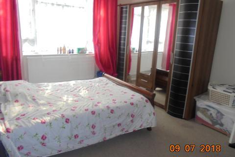 1 bedroom in a flat share to rent - Charlton Church Lane, Charlton, London SE7