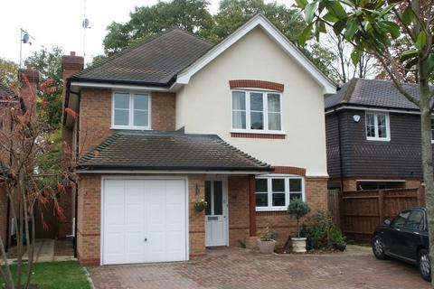 4 bedroom detached house to rent - Walnut Tree Close, Bourne End