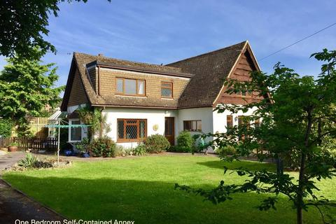 4 bedroom detached house for sale - Manor Way, Lee-On-The-Solent, PO13