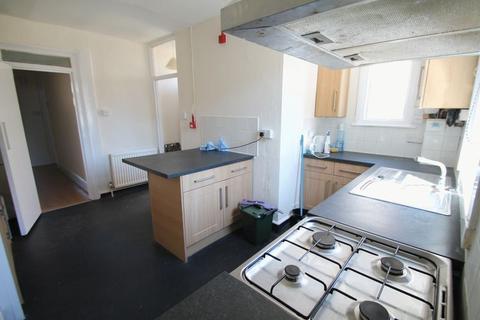 5 bedroom semi-detached house to rent - Cowley Road, Uxbridge, UB8