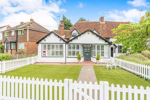 3 bedroom cottage for sale - The Green, Matfield