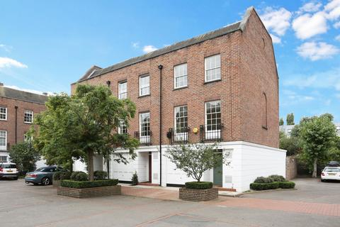 4 bedroom house to rent - Millers Court, Chiswick, W4