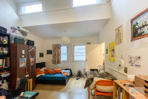 Studio for sale - Holloway Road, Holloway, London, N7