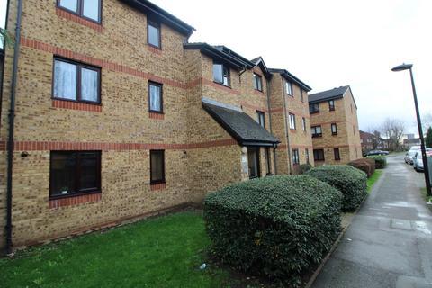 2 bedroom flat for sale - Celadon Close, Enfield, EN3