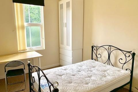 1 bedroom terraced house to rent - Great student house, double bedrooms, Westminster Road St, CV1 - all bills inc