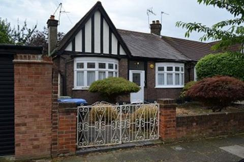 2 bedroom detached bungalow to rent - The Brackens, Enfield