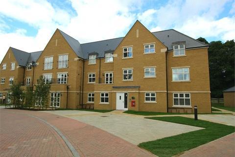 2 bedroom apartment to rent - Chambord House, Queenswood Crescent, Englefield Green, Surrey, TW20