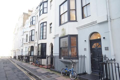 Studio to rent - Burlington Street, Brighton