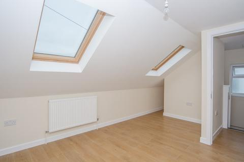 5 bedroom flat share to rent - Burleigh Gardens, Southgate, N14